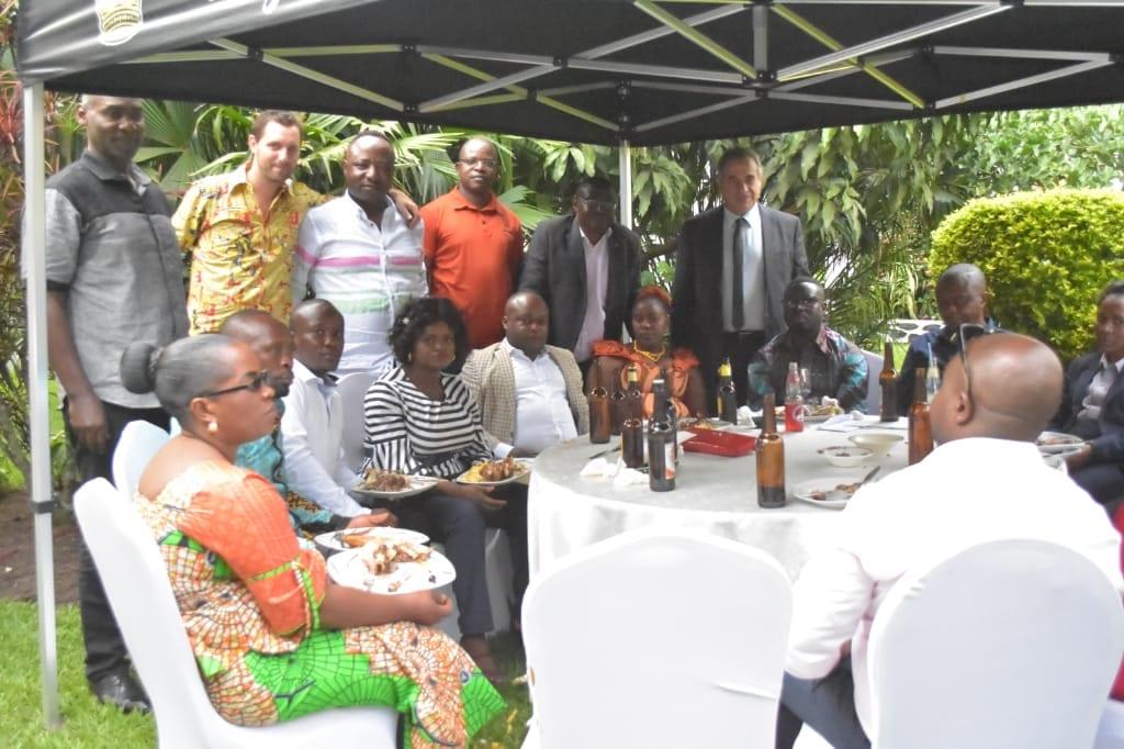 Brasimba Beni, Est, Fete travailleurs
